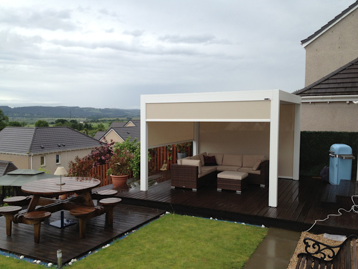 Outdoor Living Pod, Louvered Roof Patio Canopy Installation in the Scottish Borders. homify Jardines modernos