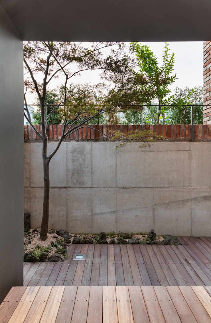 aandd architecture and design lab. Modern terrace
