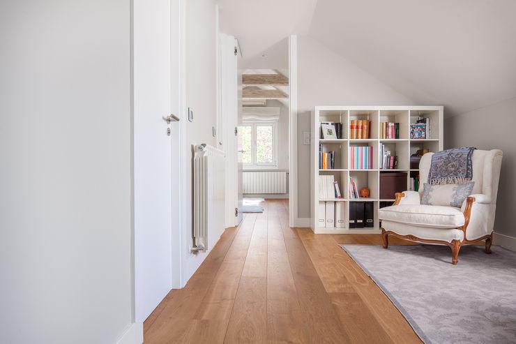 Tarimas de Autor Pasillos, vestíbulos y escaleras modernos Madera