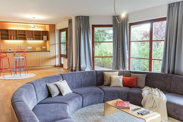 Staging einer Villa zum Verkauf Home Staging Gabriela Überla Klassischer Multimedia-Raum