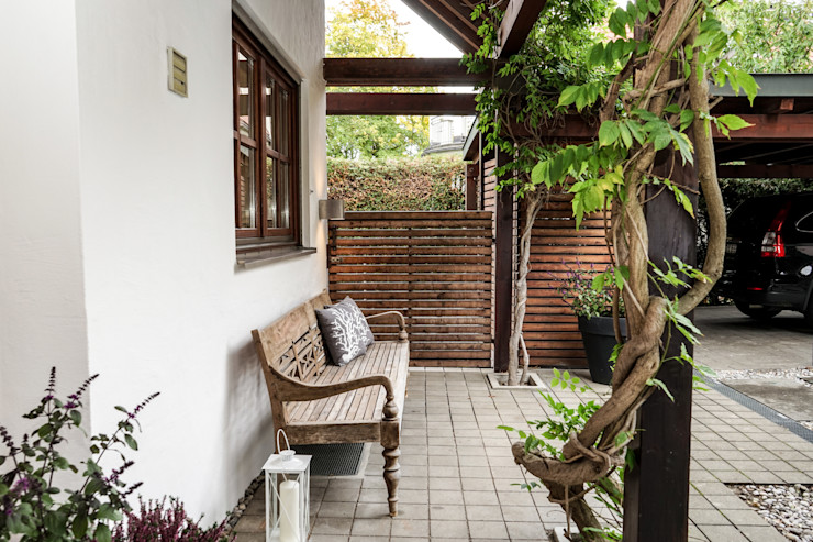Staging einer Villa zum Verkauf Home Staging Gabriela Überla Klassischer Balkon, Veranda & Terrasse