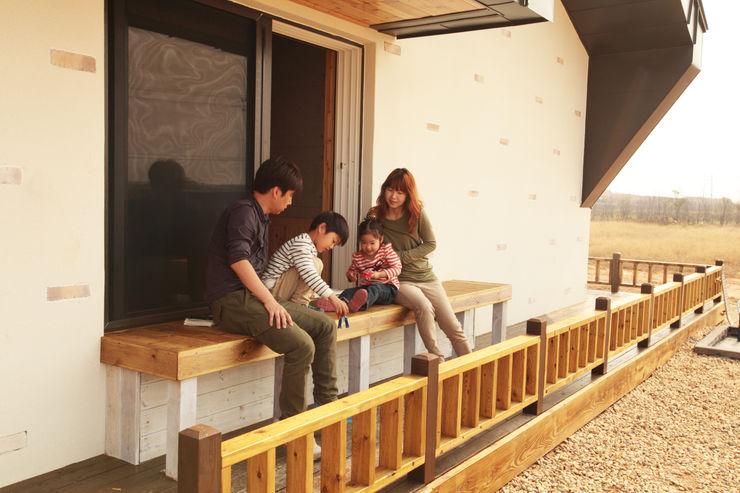 집스터디 건축 스튜디오_JIP STUDY ARCHITECTS STUDIO Balcones y terrazas de estilo moderno
