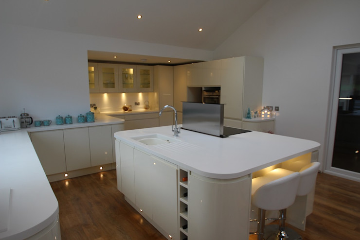 Beautiful curved island and kitchen with plenty of worktop space AD3 Design Limited Modern Kitchen