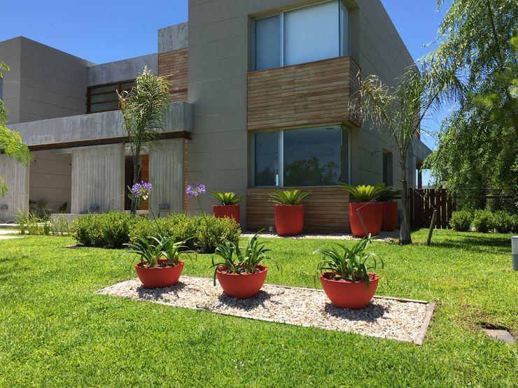 BAIRES GREEN Modern Garden Red