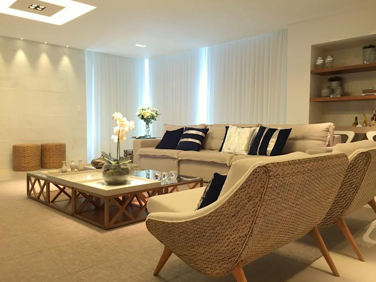 AH HOUSE Hipérbato Arquitetura Salas de estar modernas Madeira Branco