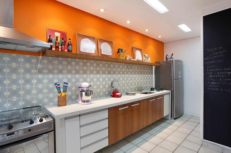 Residência Jardim Botânico 02 - Cozinha Gourmet Adoro Arquitetura Cozinhas modernas Cerâmica Laranja