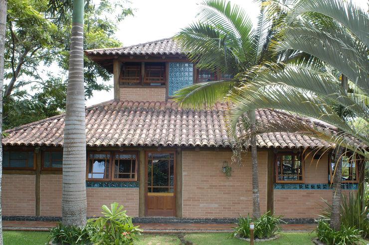 RESIDÊNCIA JRA MADUEÑO ARQUITETURA & ENGENHARIA Casas rústicas