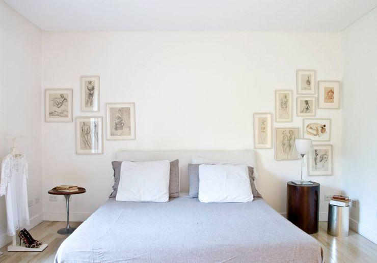 CASA EN SAN ISIDRO Arq. PAULA de ELIA & Asociados Dormitorios modernos: Ideas, imágenes y decoración