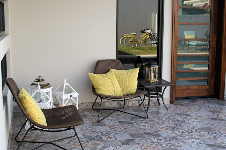 Lo Interior Eclectic style balcony, veranda & terrace