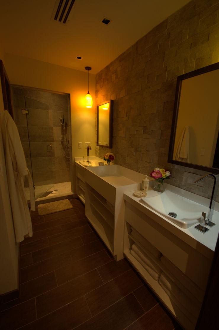 Lo Interior Eclectic style bathroom