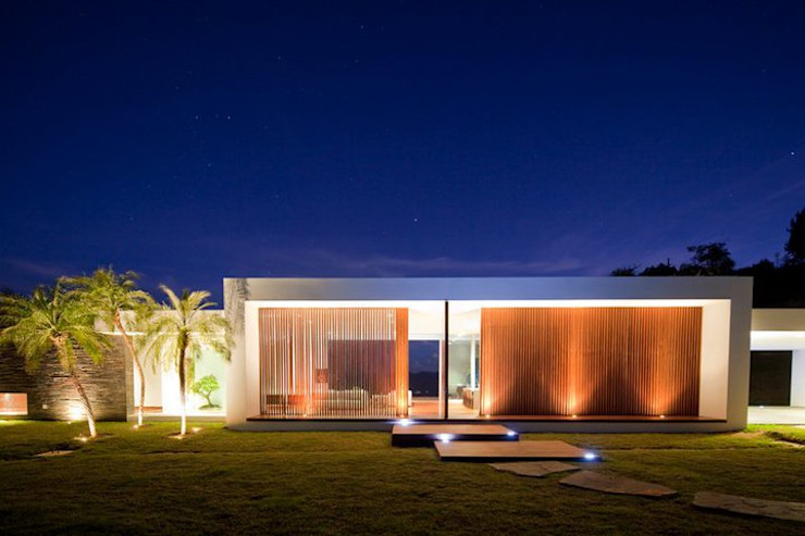 CASA BARRENECHE LIGHTEN Piscinas de estilo minimalista