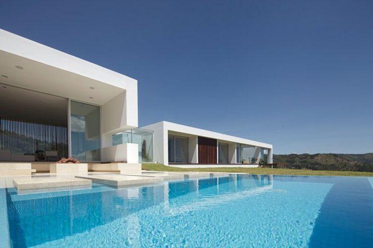 LIGHTEN Casas de estilo minimalista