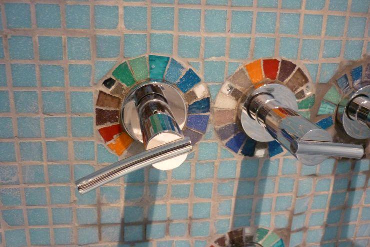 Mosa Y Quito Modern Bathroom