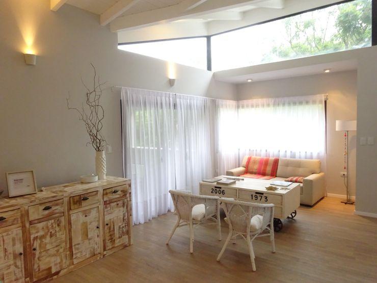 ARRILLAGA&PAROLA Salones de estilo moderno