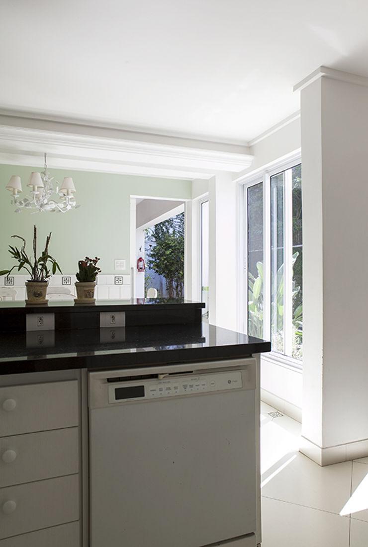 Lucia Helena Bellini arquitetura e interiores Modern Kitchen