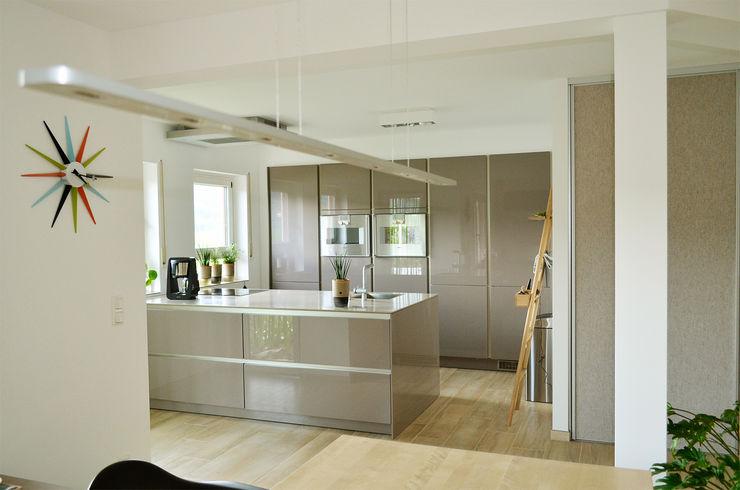 Umbau 90er Jahre Wohnhaus HONEYandSPICE innenarchitektur + design Moderne Küchen