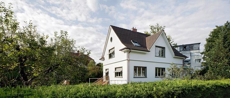AUFSTOCKUNG EINFAMILIENHAUS IN MÜNCHENSTEIN Forsberg Architekten AG Moderne Häuser