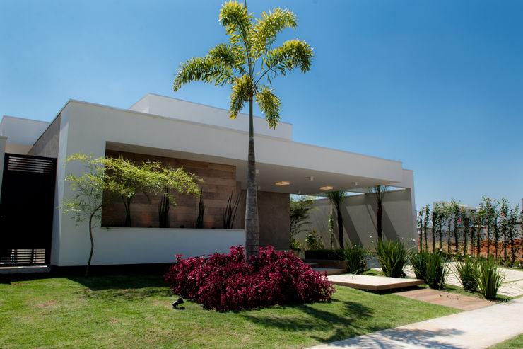 Casa Térrea - contemporânea Camila Castilho - Arquitetura e Interiores Casas modernas Madeira Branco