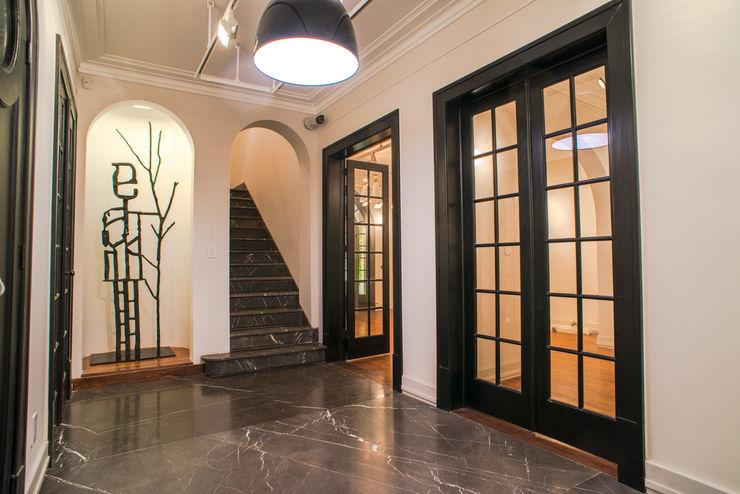 TW/A Architectural Group Ingresso, Corridoio & Scale in stile moderno