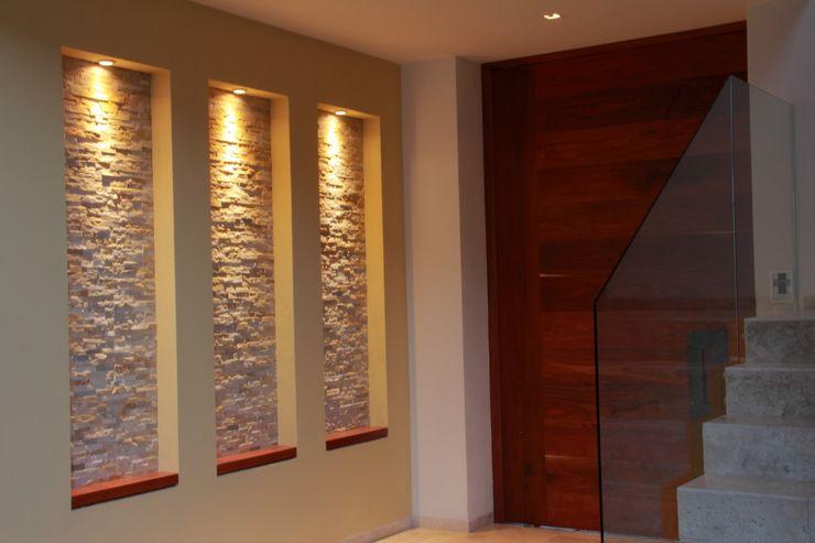 GRUPO VOLTA Modern corridor, hallway & stairs