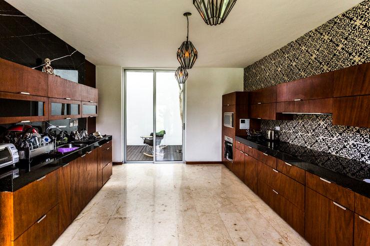 P11 ARQUITECTOS Cocinas de estilo moderno