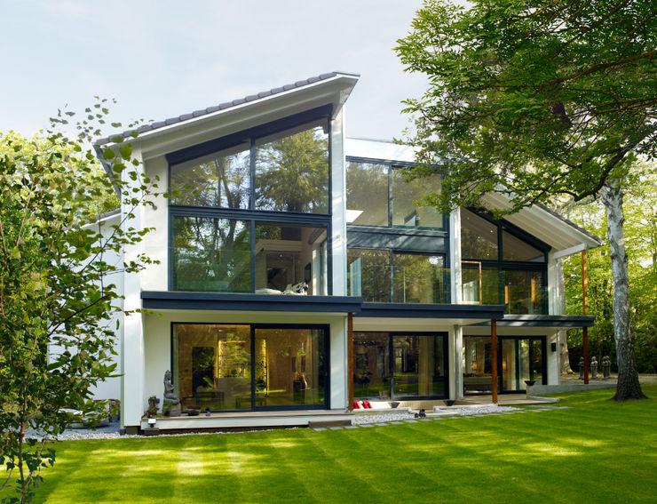 Exteriors Baufritz (UK) Ltd. Moderne Häuser