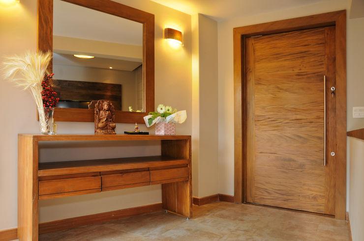 Martins Valente Arquitetura e Interiores Couloir, entrée, escaliers modernes