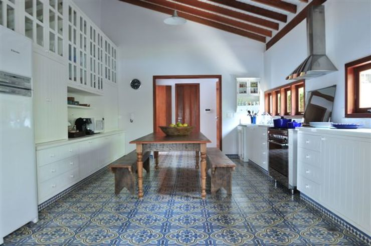 Toninho Noronha Arquitetura Rustic style kitchen