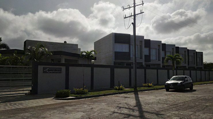 Vista Real acceso al conjunto Costa Blanca desde la calle Grupo JOV Arquitectos Casas de estilo minimalista Piedra Blanco