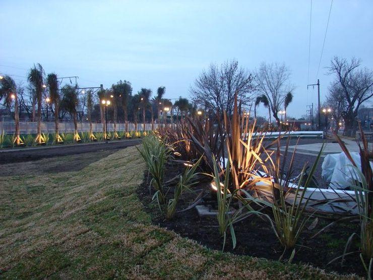 CubiK Jardins modernos Derivados de madeira Verde