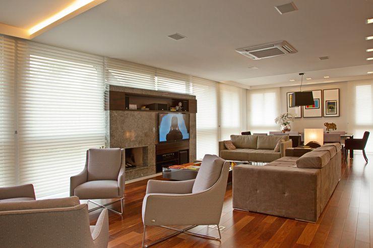 LIVING LUIZE ANDREAZZA BUSSI INTERIORES+ CORPORATIVO Salas de estar modernas