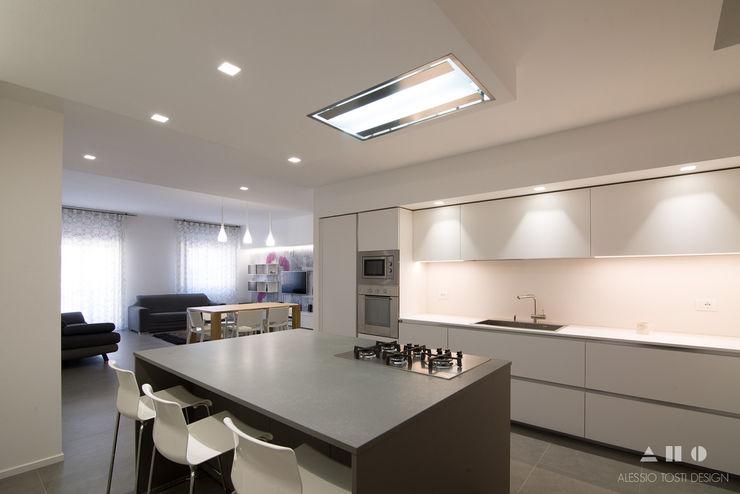 ALESSIO TOSTI DESIGN Minimalist kitchen Wood White