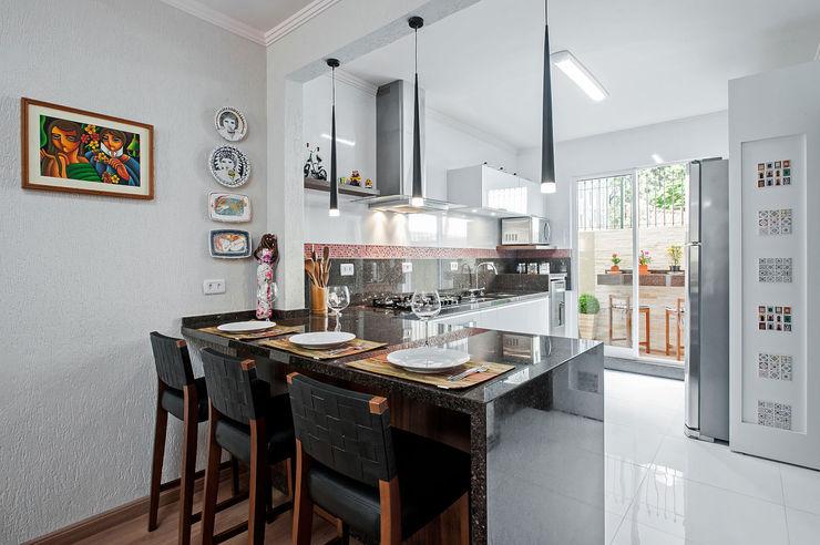 Patrícia Azoni Arquitetura + Arte & Design Tropical style kitchen