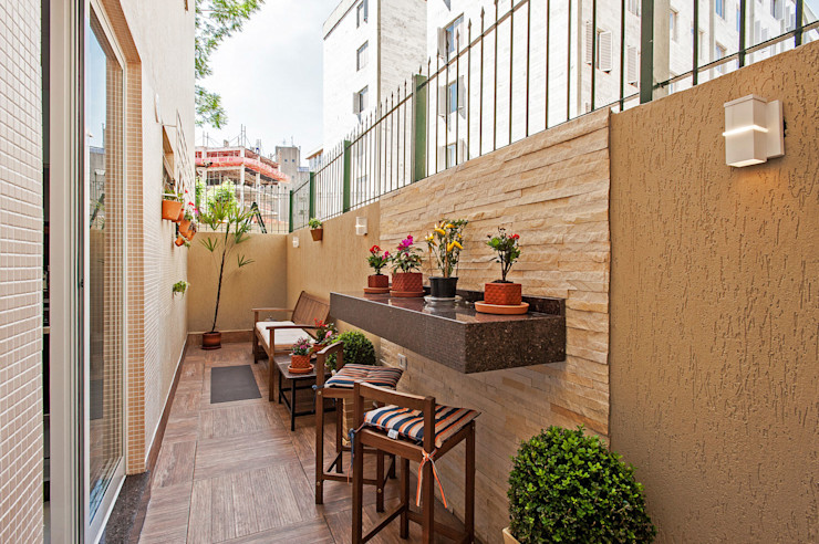 Patrícia Azoni Arquitetura + Arte & Design Tropical style balcony, veranda & terrace