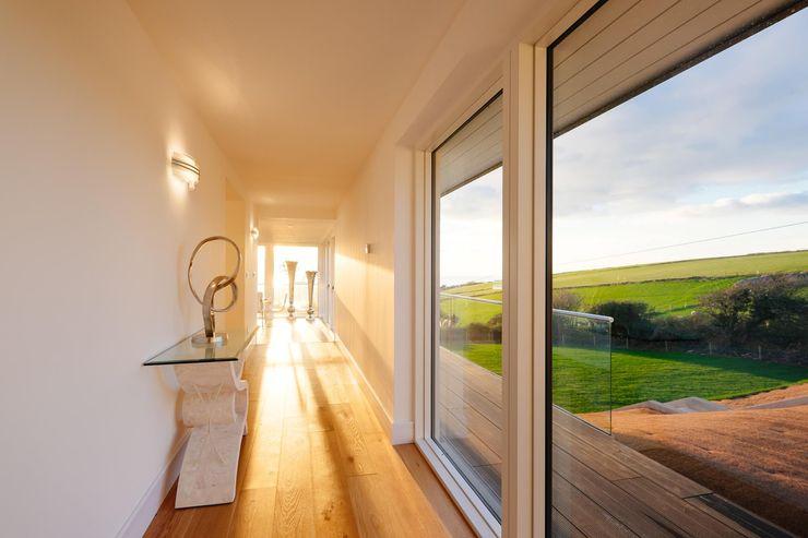 Hallway Perfect Stays Modern Corridor, Hallway and Staircase