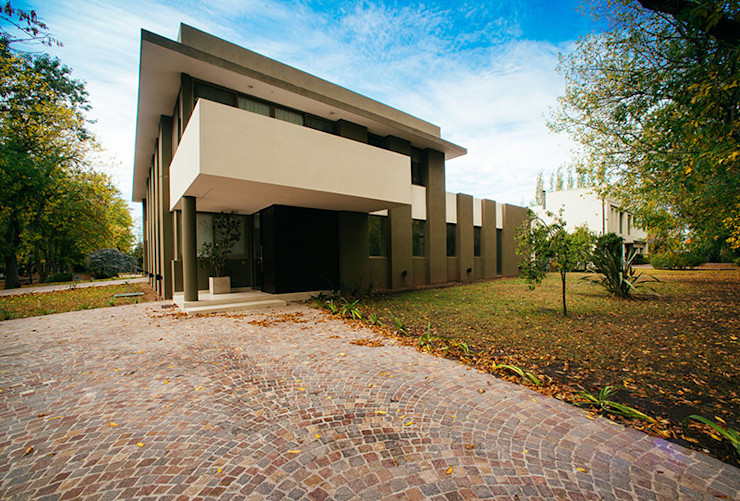 mercedes klappenbach Rumah Modern Beige
