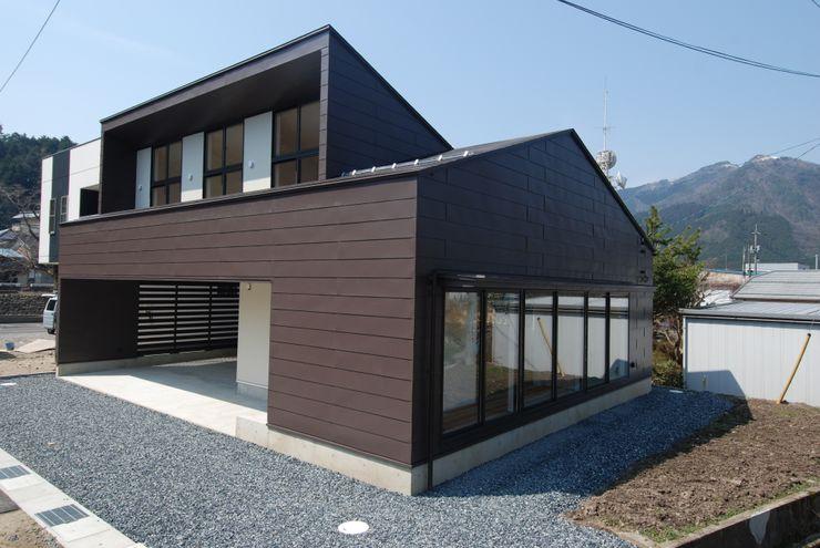 株式会社PLUS CASA Eclectic style houses