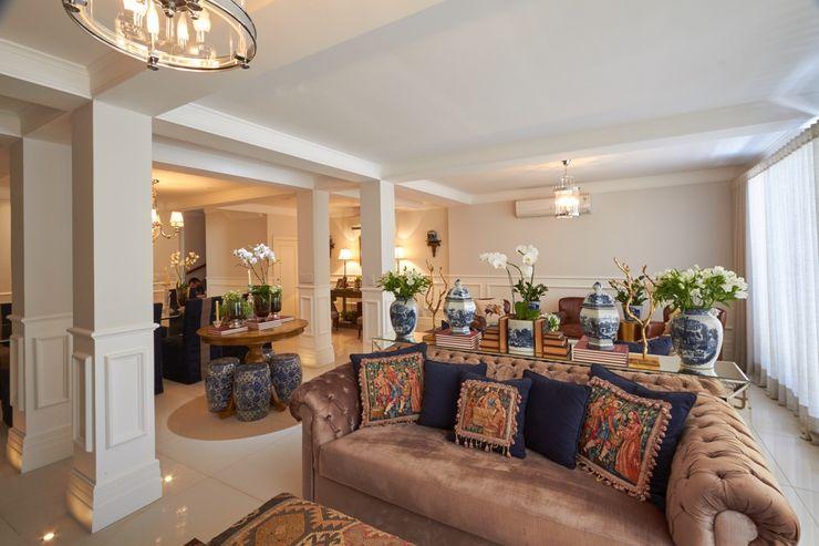 Residência Condomínio West Valley Piloni Arquitetura Salas de estar clássicas