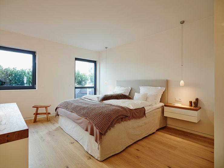 Penthouse HONEYandSPICE innenarchitektur + design Moderne Schlafzimmer