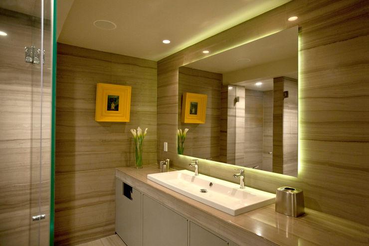 MAAD arquitectura y diseño Baños de estilo ecléctico