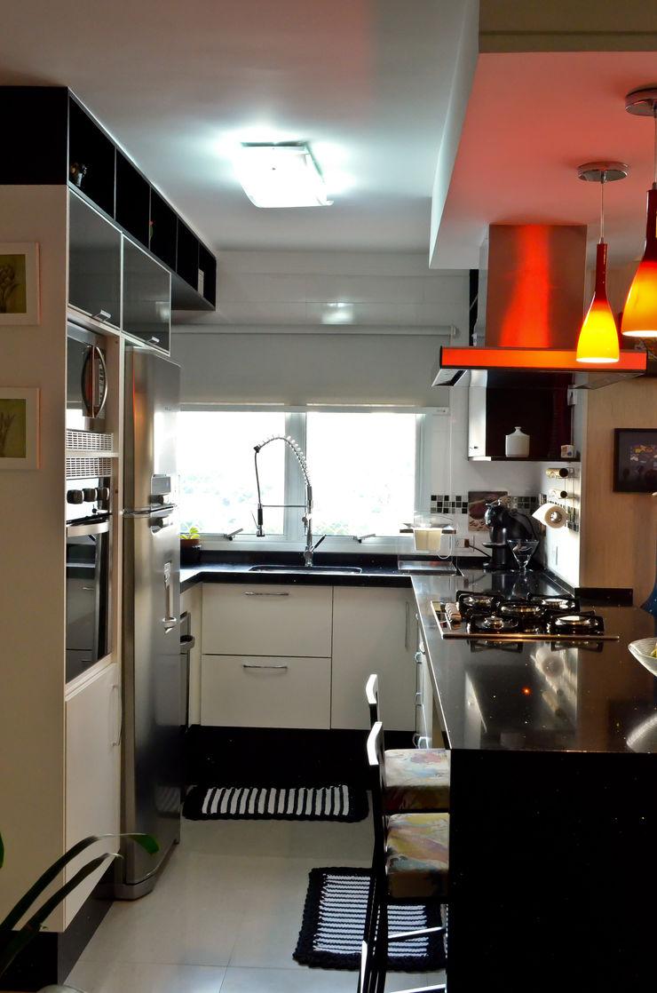 Sandra Pompermayer Arquitetura e Interiores Classic style kitchen