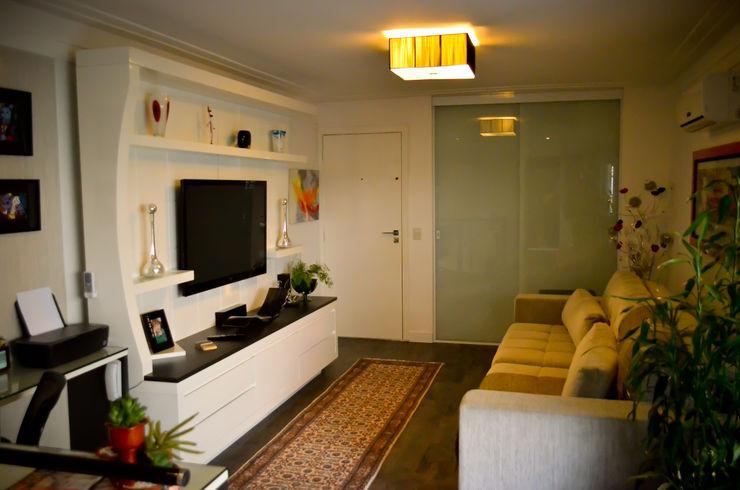 Sandra Pompermayer Arquitetura e Interiores Classic style media room