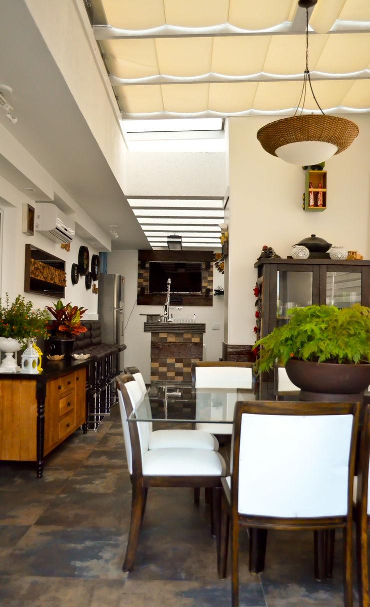 Sandra Pompermayer Arquitetura e Interiores Classic style balcony, veranda & terrace