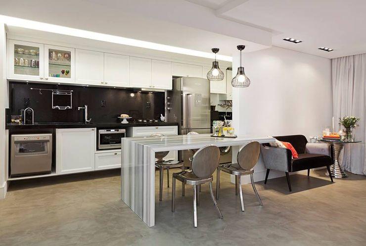 carolina lisot arquitetura Modern kitchen