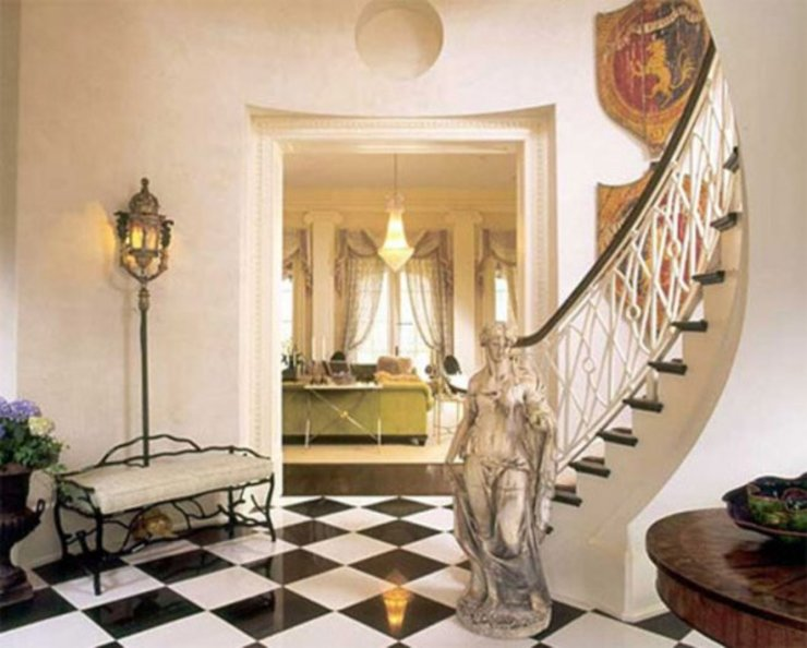 homify Classic style corridor, hallway and stairs
