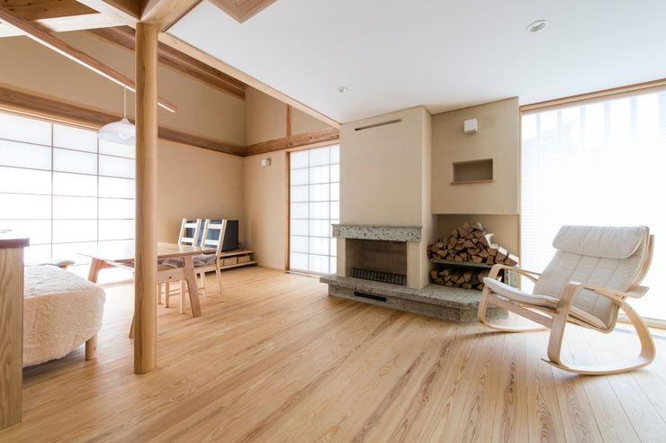 AMI ENVIRONMENT DESIGN/アミ環境デザイン Salones de estilo asiático