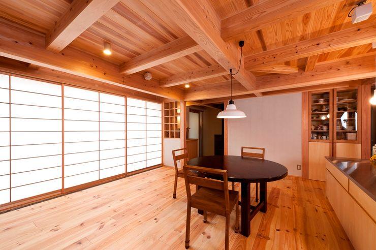 AMI ENVIRONMENT DESIGN/アミ環境デザイン Livings de estilo asiático