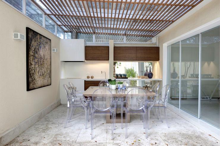 Michelle Machado Arquitetura Nowoczesna jadalnia Drewno Biały