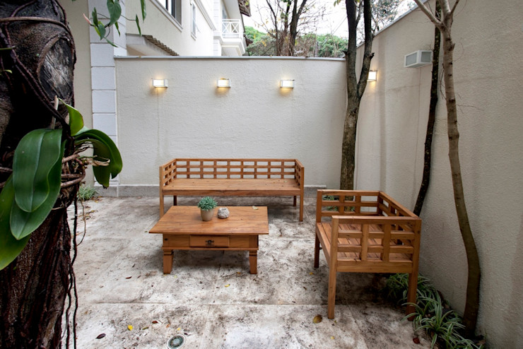 Michelle Machado Arquitetura Jardin moderne Bois massif Beige