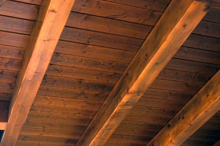 Panel de madera en vivienda de León. panelestudio.com. panelestudio Cuartos infantiles de estilo clásico Madera